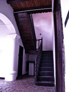 Escalera de acceso a la 2da planta Centro de Historia Larense